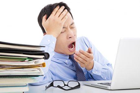 研究表明,越是競爭激烈的行業就越多人熬夜,公關公司、媒體、遊戲等行業經常需要處理突發事件。(Fotolia)