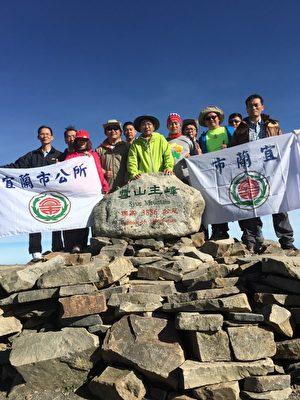 宜市長率一級主管 攀登全台第二高峰 雪山主峰。(宜蘭市公所提供)