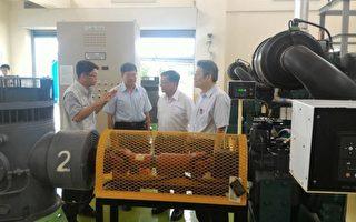 李世光部长视察梅洲抽水站。(经济部网站提供)