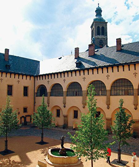 曾經聚集義大利工匠的鑄幣廠,如今已經成為供人參觀的鑄幣博物館。(《捷克經典》/柿子文化)