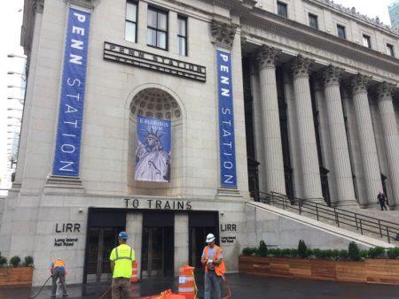 6月19日正式启用的宾州车站莫尼汉大厅第8大道31街出口。