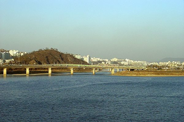 冒生命危险 朝鲜士兵游过汉江脱北
