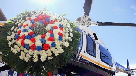 纪念场上的直升机。