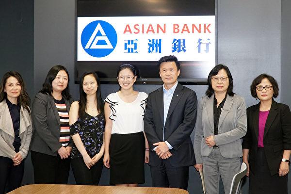 亚洲银行颁发奖学金 令高中生开心又感激