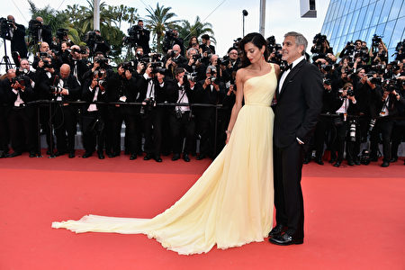 CANNES, FRANCE - MAY 12: Lawyer Amal 週二(6月6日)早上,好萊塢影星、奧斯卡得主克魯尼(George Clooney)的妻子、人權律師阿曼(Amal Clooney)喜獲一對雙胞胎。(Photo by Pascal Le Segretain/Getty Images)