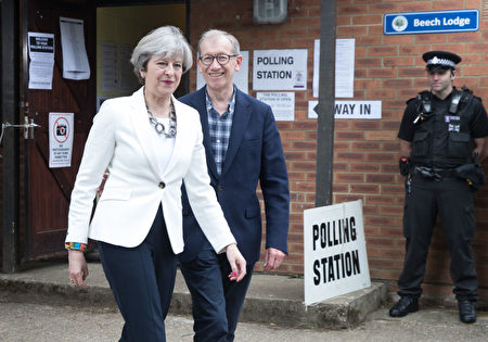 MAIDENHEAD, ENGLAND - JUNE 08: Conservative Party leader Theresa May and husband Philip leave the polling station in Sonning Guide & Scout hut after casting their vote on June 8, 2017 in Sonning near Maidenhead, England. Polling stations have opened as the nation votes to decide the next UK government in a general election. (Photo by Matt Cardy/Getty Images)