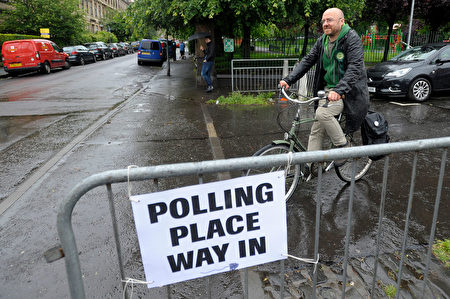 Leader of the Scottish Greens, Patrick Harvie MSP, arrives to vote at Notre Dame Primary School set up as a polling station in Glasgow on June 8, 2017 as Britain votes in the general election. Polls opened in Britain today in an election Prime Minister Theresa May had expected to win easily but one that has proved increasingly hard to predict after a campaign shadowed by terrorism. / AFP PHOTO / Andy Buchanan (Photo credit should read ANDY BUCHANAN/AFP/Getty Images)