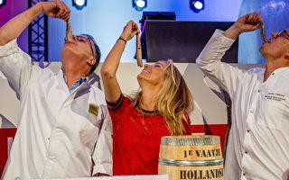 荷兰2017年第一桶鲱鱼身价6万5千欧元