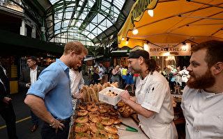 6月初遭遇恐怖袭击的伦敦Borough Market已经重新开放了。刚开门几天就迎来了贵客。哈里王子与市场内的商贩聊天,还买了一盒甜甜圈。(John Stillwell – WPA Pool/Getty Images)