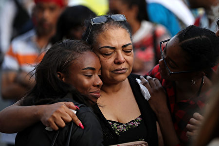 LONDON, ENGLAND - JUNE 15: People attend a vigil at Notting Hill Methodist Church near Grenfell Tower on June 15, 2017 in London, England. At least 17 people have been confirmed dead and dozens missing, after the 24 storey residential Grenfell Tower block in Latimer Road was engulfed in flames in the early hours of June 14. The number of fatalities are expected to rise. (Photo by Dan Kitwood/Getty Images)