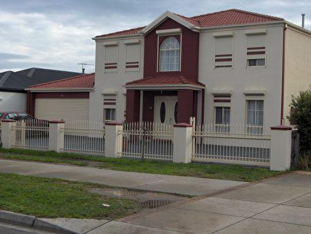 墨尔本不少人选择通过加装防盗门窗来提高住所安全性。(johnshutters提供)