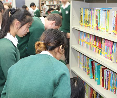 Highvale高中圖書館成了學生午餐時間的活動中心。(Highvale高中提供)