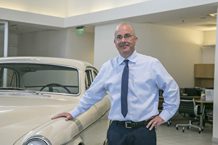 东湾沃尔沃(Volvo)车行,McKevitt Volvo总经理Casey Turner。 (曹景哲/大纪元)