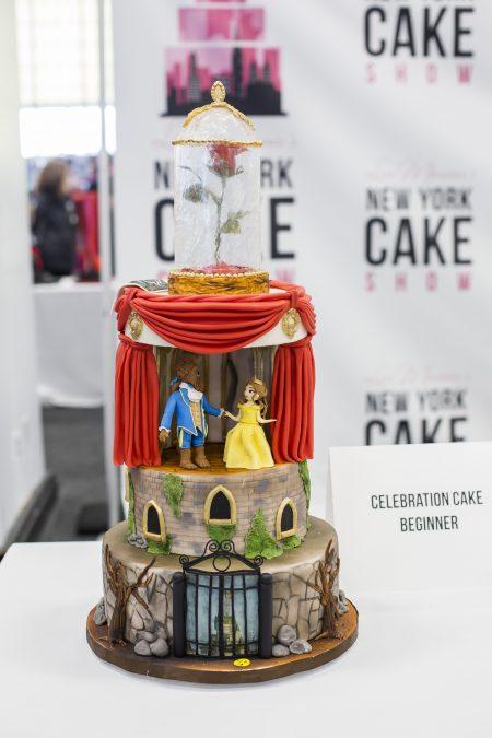 《美女與野獸》造型蛋糕。