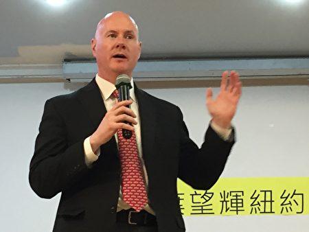 正在竞选爱达荷州(Idaho)副州长的前爱达荷州共和党主席叶望辉(Stephen Yates)在纽约台湾会馆演讲。