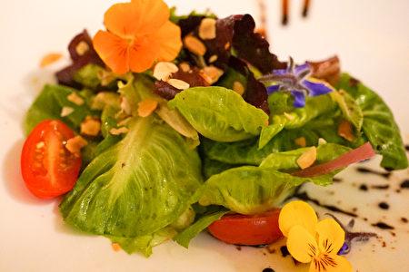 La Strada意大利餐廳的招牌沙拉。(攝影:李旭生/大紀元)