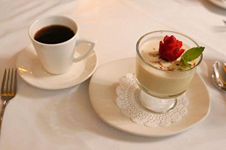 La Strada意大利餐廳的甜點-意大利奶凍(Panna cotta)。(攝影:李旭生/大紀元)