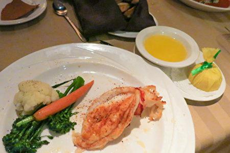 Silver Legacy賭場內的Sterling's海鮮牛排館的前菜-新英格蘭龍蝦尾。(攝影:李旭生/大紀元)