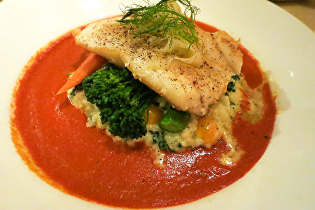 Silver Legacy賭場內的Sterling's海鮮牛排館的名菜-智利海鱸魚。(攝影:李旭生/大紀元)