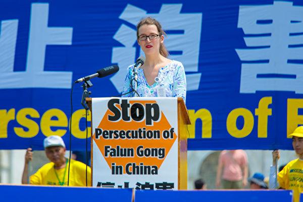 密苏里州国会议员瓦格纳(Ann Wagner)的外交政策顾问韦格利(Rachel Wagley)代表议员到场发言。(李莎/大纪元)