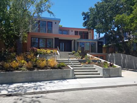 乾淨利落的現代式園林和建築,極簡的幾何形狀和構圖。(灣區建築師Susan Chen 提供)