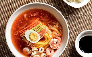 「中國樓」餐廳出品的獨家特色「炒碼沙冰冷麵」。(張學慧/大紀元)