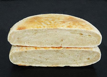 面香扑鼻富嚼劲的博望锅盔是河南南阳的博望镇有名的面饼。(摄影:彩霞/大纪元)