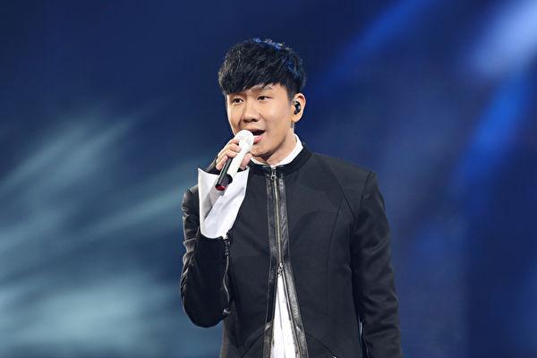 林俊傑在「2017 hito流行音樂獎」登台獻唱。(台北之音提供)