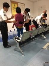 遭港入境處搜身的台灣法輪功學員。(法輪功學員提供)