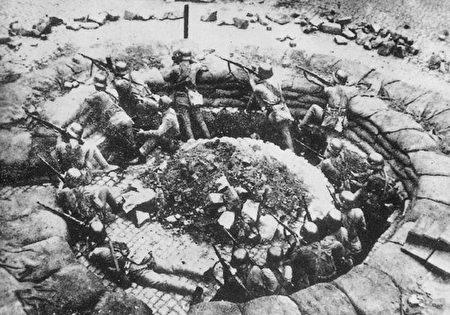 淞沪会战国民革命军的一个机枪阵地(维基百科公有领域)
