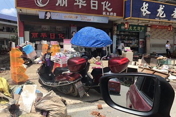 湖南洪灾 灾民靠自救 游行抗议政府不作为