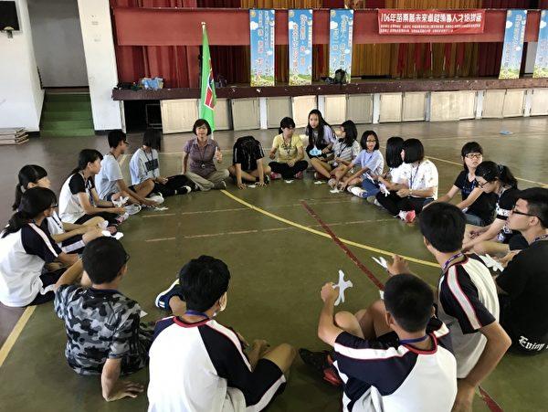卓越领导人才培训营,热烈展开。(苗栗救国团团岁会提供)