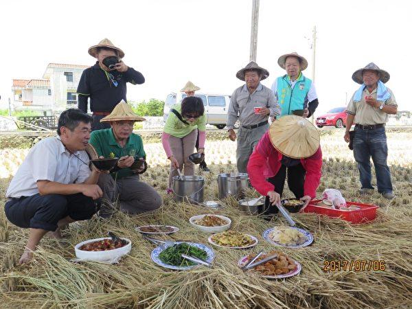 割稻饭。(五结乡公所提供)