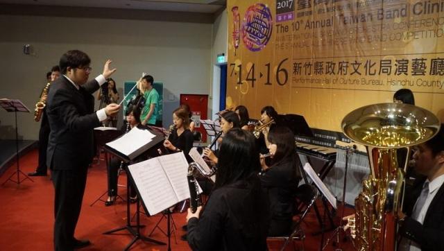 """""""新竹青年管乐团""""演奏优美的乐曲为记者会暖场。(赖月贵/大纪元)"""