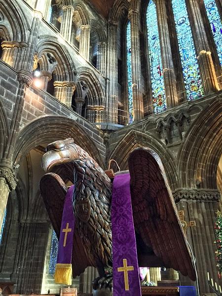 教堂裡最吸引我的一個老鷹裝飾(天瑞/大紀元)