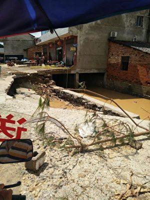 7·1湖南宁乡县特大洪灾,损失惨重,灾后满街疮痍,惨不忍睹。(村民提供)