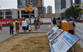 溫哥華本拿比街頭法輪功橫幅傳真相 路人關注