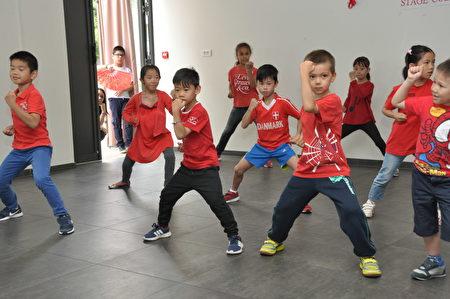學員們表演武術。(駐法國台北代表處提供)