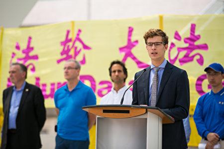 安省有史以來最年輕的省議員奧斯特霍夫(Sam Oosterhoff)在發言。(艾文/大紀元)