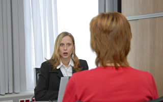 为何和地位较高的人说话 声调会比较高?