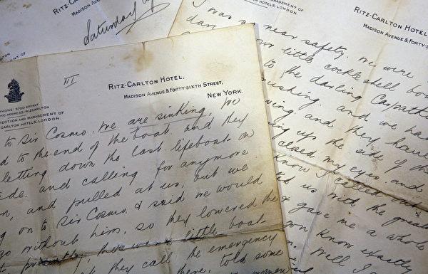 铁达尼号幸存者Miss Mabel Francatelli当年的书信原稿。(Matt Cardy/Getty Images)