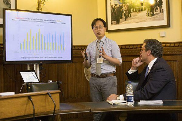 陳志瑜醫師在會議上發言(Simon Gross/大紀元)