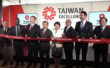 台湾精品展览在时代华纳购物中心二楼举办至30日。