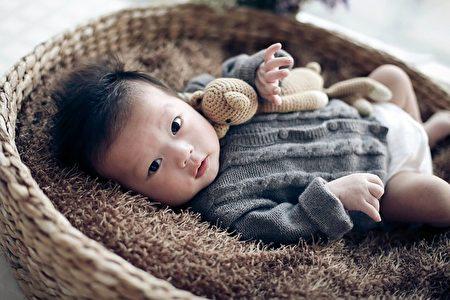嬰幼兒的脊椎發育需要一個過程,所以在不同的年齡段,應為寶寶選用不同的嬰幼兒推車。(Pixabay圖庫)
