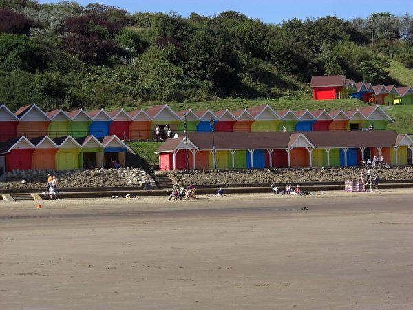 彩色的沙灘小木屋(康妮/大紀元)