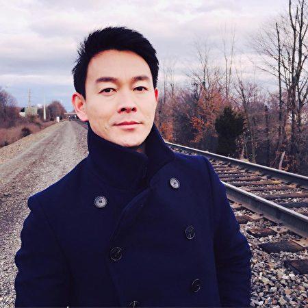著名影视演员﹑新唐人节目主持人姜光宇的生活照。(姜光宇提供)