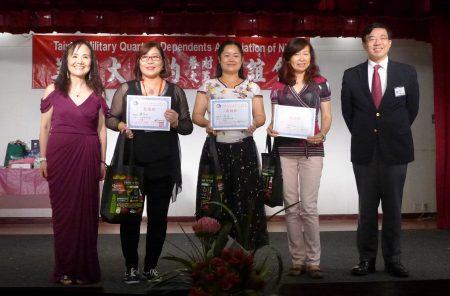 夏文娣(右二)、冰冰(中)、鐘翠珍(左二)三人分獲冠、亞、季軍。