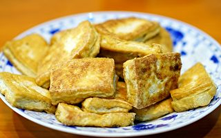 只能切二下 一块豆腐怎么样才能切成八块?