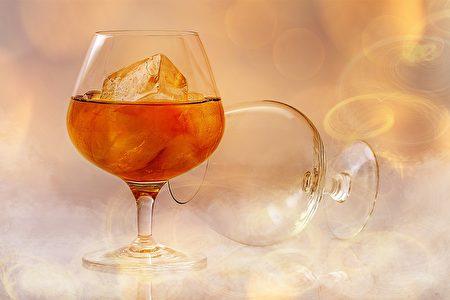 空腹时不要喝酒。(Pixabay)