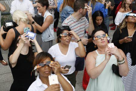 8月21日高線公園看日蝕的人們。